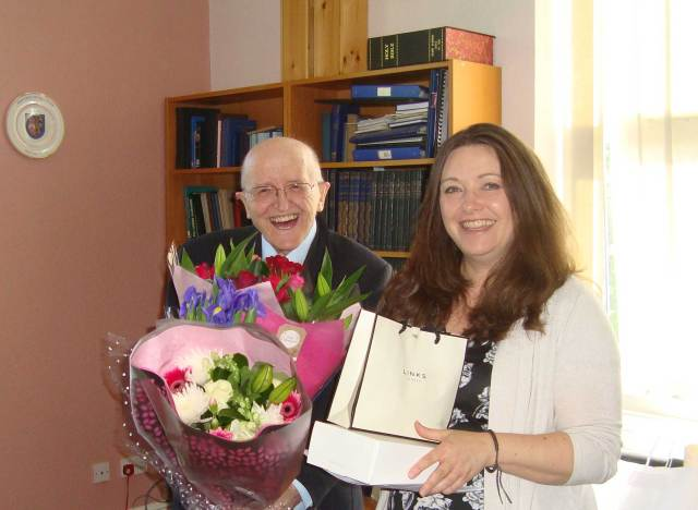 Elaine receives farewell gifts from VWBro Alan Glazier APGM