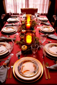 Feathers and metallics for a Thanksgiving table setting ...