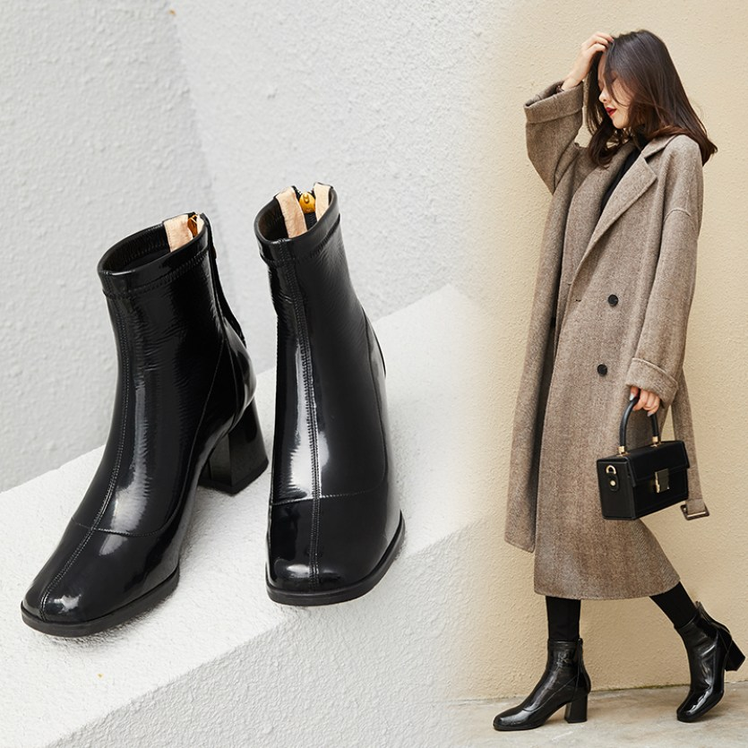 COURTNEY GLOSSY ANKLE BOOTS