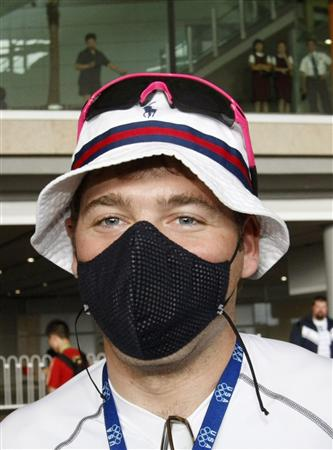 American cyclist arrives in Beijing wearing face mask offends Chinese people