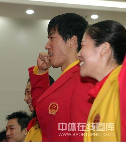 china-tomato-scrambled-egg-olympic-outfit-liu-xiang-guo-jingjing