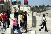 girls-carrying-guns-israel-jew-02