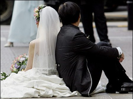 asian-bride-groom-backs