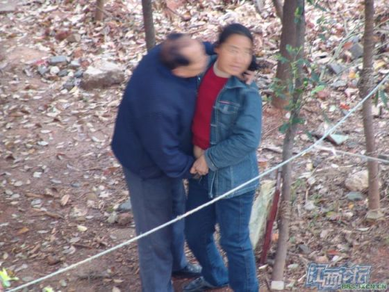 chinese-elderly-in-woods-doing-naughty-things-nanchang-12