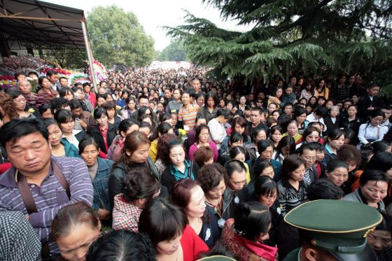 Tens of thousands of city residents bid farewell to the three courageous university students.