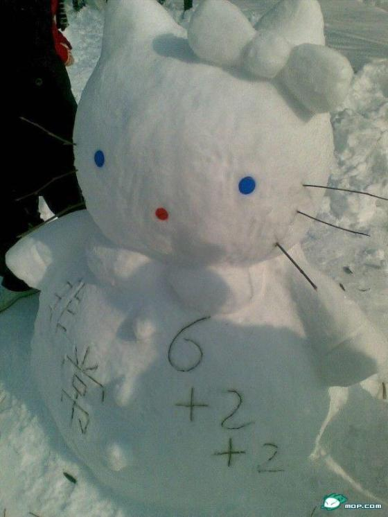 china-snow-sculptures-01-hello-kitty