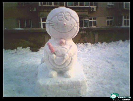 china-snow-sculptures-46-doraemon