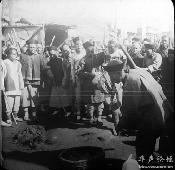 "Qing Dynasty torture method ""death by a thousand cuts"""
