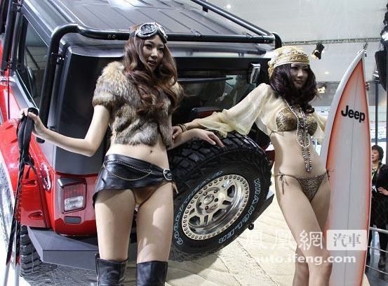 Kong Yansong and Kong Yaozhu at the 2010 Beijing Auto Show.