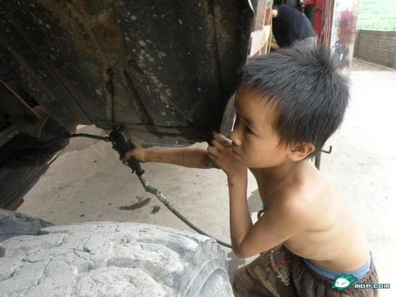 A 10-year-old Chinese boy is a skilled car repairman.