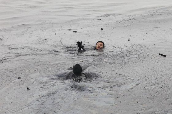 Photographer Captures Death Of Dalian Oil Spill Firefighter