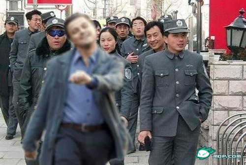 "Leonardo DiCaprio ""strutting"" photoshop: China chengguan posing picture."