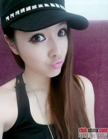 "Elementary school teacher Zhu Songhua, called ""China's sexiest female teacher""."