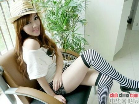 "Primary school teacher Zhu Songhua, called ""China's sexiest female teacher"""