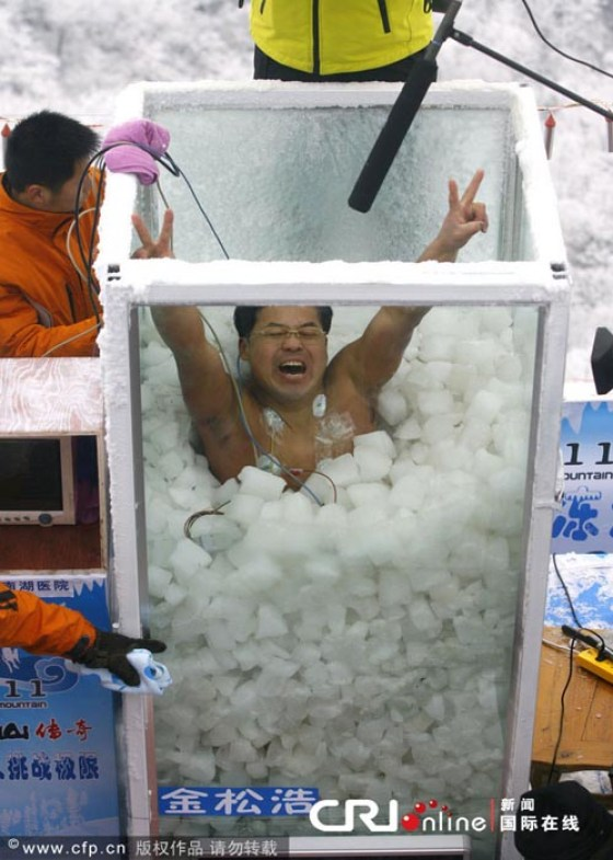 Jin Songhao raises his arms in triumph, breaking the previous Guiness World Record.