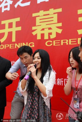 Sora Aoi's awkward experience with a microphone malfunction in Nanchang, China.