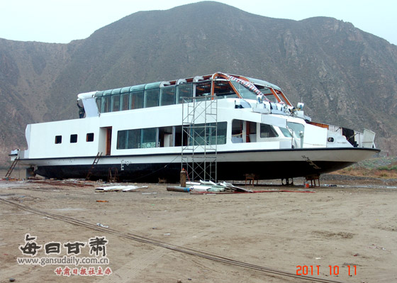Lanzhou Luxury Boat Sinks