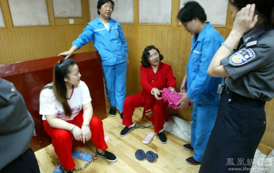 A Chinese woman scheduled to be executed bequeathes her clothes to another inmate.