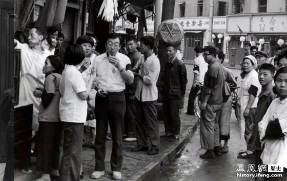 Chinese people in Shanghai wearing white clothes and black armbands in mourning of Mao Zedong's passing.