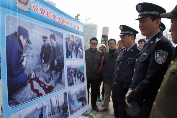 Tengzhou city police providing information to city residents on how to protect themselves against wild wolves.