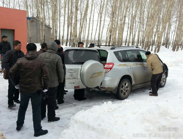 Changchun police investigating the possible stolen vehicle.