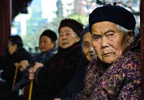 A group of old Chinese grannies.