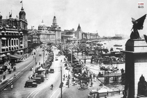 """Relying on its unique political system and advantageous geography, Shanghai, after being opened up as a port, gradually became the most prosperous center of trade in the Far East, regarded as a """"paradise for adventurers"""", with the people who came all expressing an attitude of """"doing business big, or not doing it at all"""". Photo is of Shanghai's riverbank pedestrian street around the 1930s in the 20th century. AFP"""
