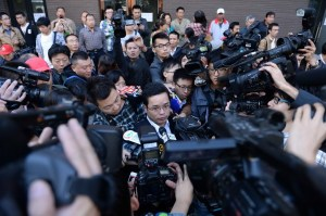 Defense lawyers Lan He and Chen Shu were beseiged by media outside the court at the sentencing of the defendents in the controversial Li Tianyi gang rape case.
