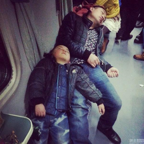 china-chinese-sleeping-train-passengers-l199-spring-festival-chun-yun-06