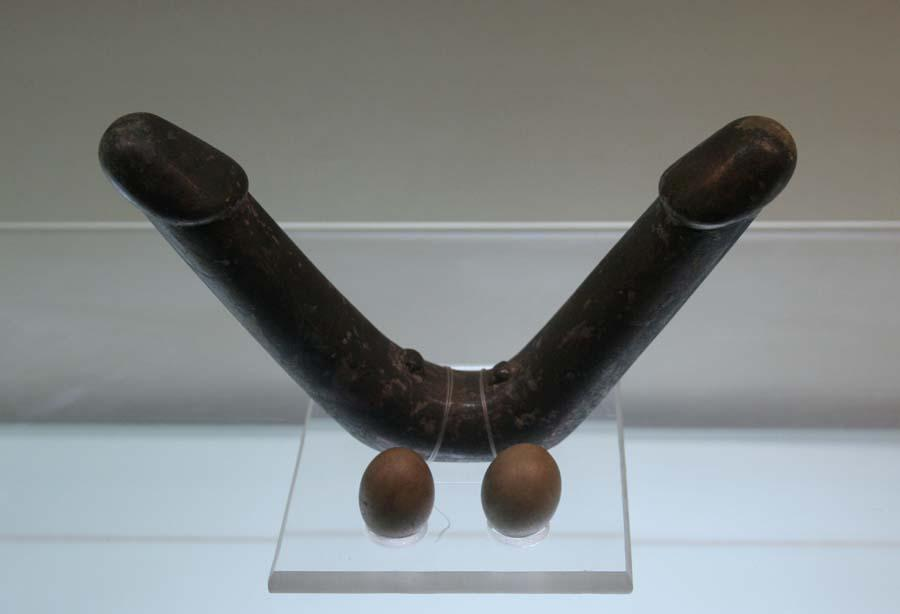 Double ended bronze dildo [pic]