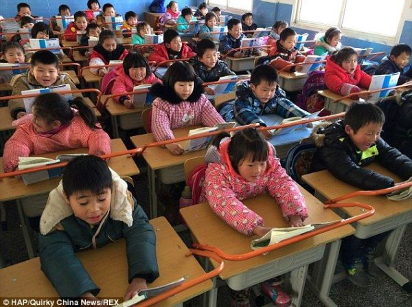 china-wuhan-school-desks-have-railings-to-prevent-student-near-sightedness-myopia-02
