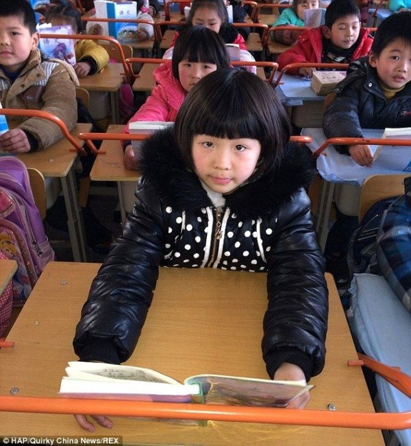 china-wuhan-school-desks-have-railings-to-prevent-student-near-sightedness-myopia-03