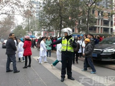 hallway-doctor-china-sichuan-mianyang-peoples-hospital-strike-05