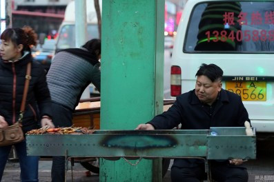 chinese-bbq-meat-skewer-chuanr-street-vendor-kim-jong-un-look-alike-02