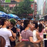 chengdu-china-gay-kissing-competition-03