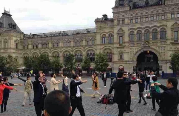 chinese-aunties-plaza-dancing-moscow-red-square-russia-03