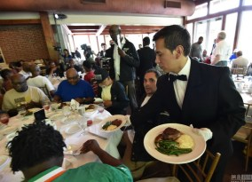 chinese-billionaire-chen-guangbiao-new-york-charity-lunch-24