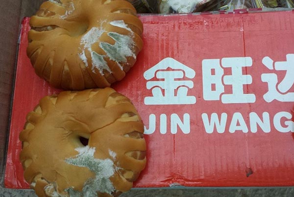 expired-moldy-bread-pastries-given-to-hainan-typhoon-disaster-victims-as-relief-03
