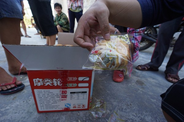 expired-moldy-bread-pastries-given-to-hainan-typhoon-disaster-victims-as-relief-b