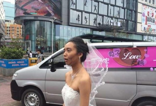 china-shenzhen-chinese-bride-uses-makeup-to-become-old-granny-for-wedding-photos-02