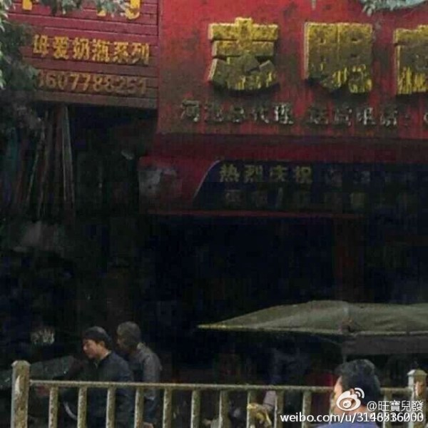china-guangxi-fecal-excrement-truck-tanker-explodes-covering-bystanders-pedestrians-01