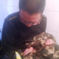 shouting-brother-shaanxi-chinese-firefighter-saves-abandoned-baby-girl-01