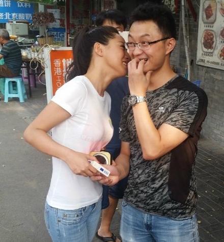 BeijingWomanTradesKissesforCigarettestoSupportNewRegulations