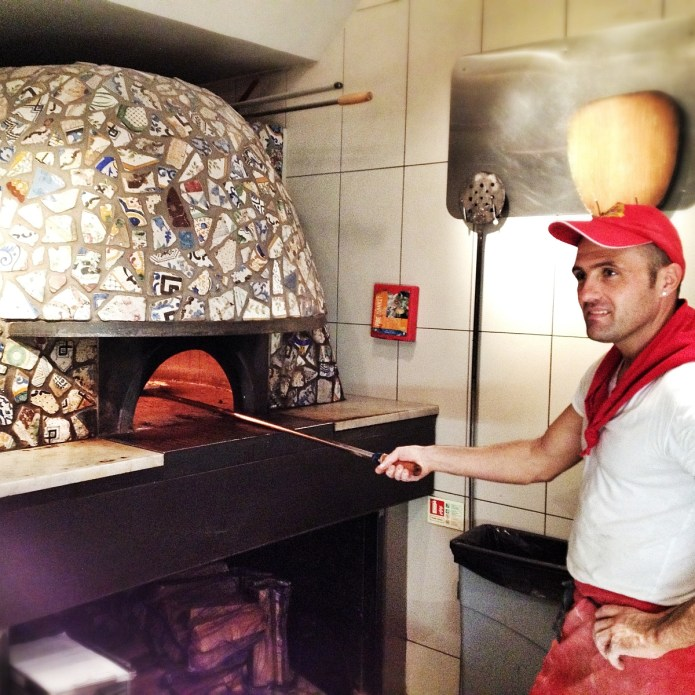 Franco Manca Chiswick, pizzaiolo at work - Copyright Mat Smith Photography