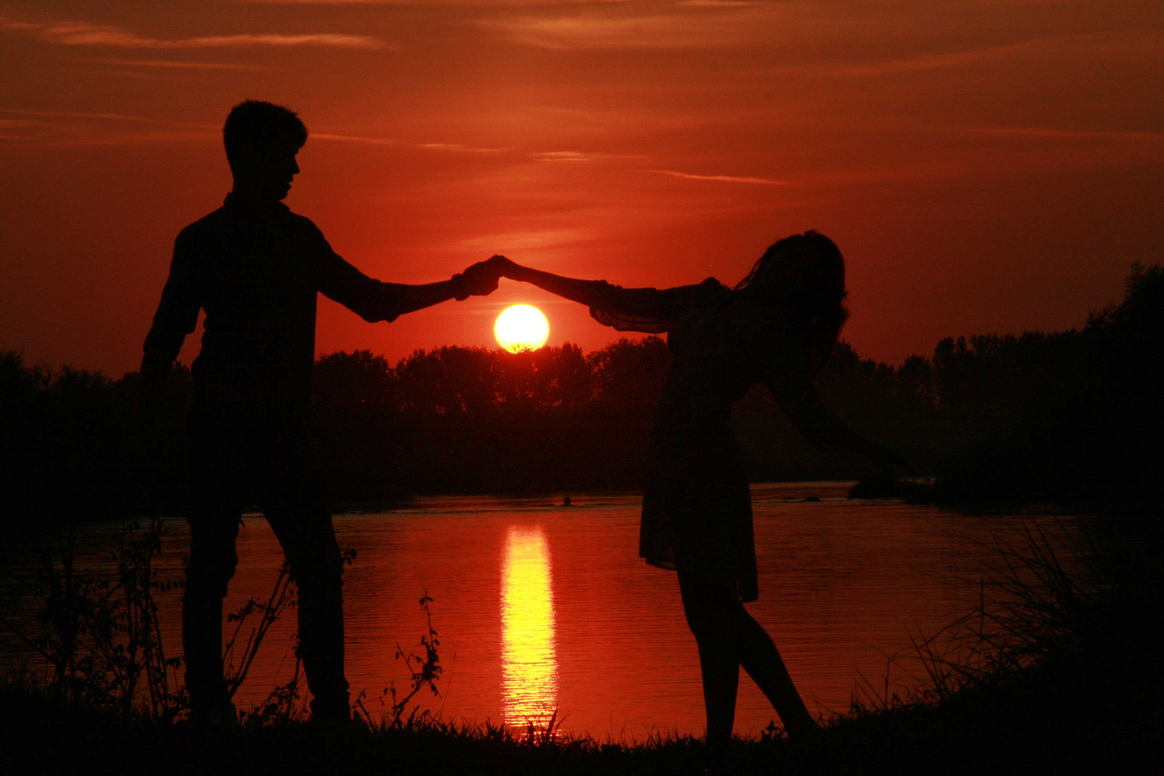 Cute Couple Holding Hand Wallpaper 15 Pictures Of Love Couples At Sunset Couple Sunset