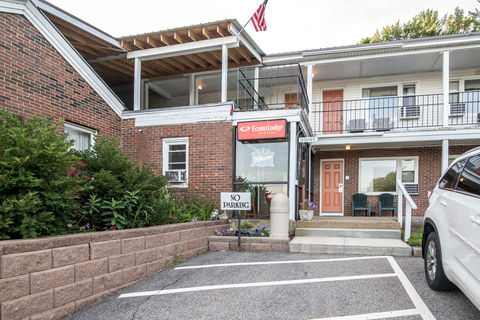 Econo Lodge Inn  Suites - Tilton, NH Hotel