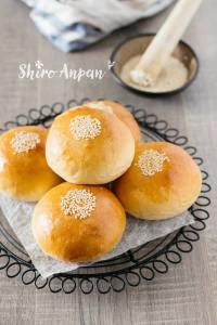 Anpan with white bean paste 白あんぱん