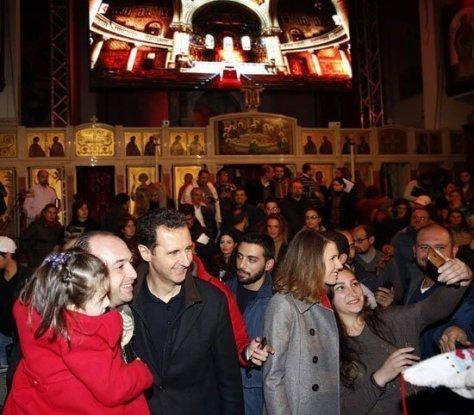 بالصور.. سيلفى يجمع بشار الأسد وزوجته داخل كنيسة  سيدة دمشق