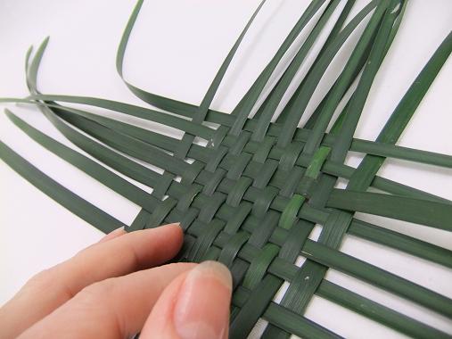Tutorials Weaving A Diagonal Green Grass Basket