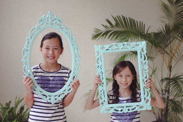 photo booth blue frames